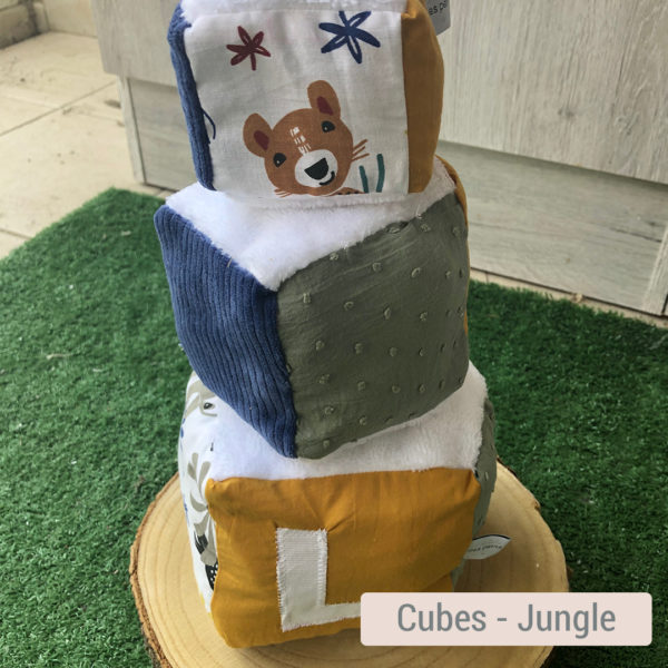 Cube d'éveil pour bébé en tissus