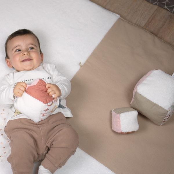 cubes-eveil-jeu-bebe