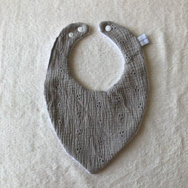 bavoir-bandana-bebe-eponge-gris-broderie-cadeaux