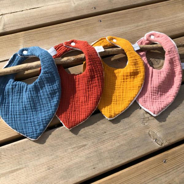 bavoirs-bandana-cadeau-naissance-couleurs-double-gaze