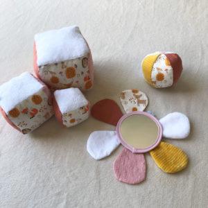 cubes-eveil-fleurs-miroir-12-mois-bebe